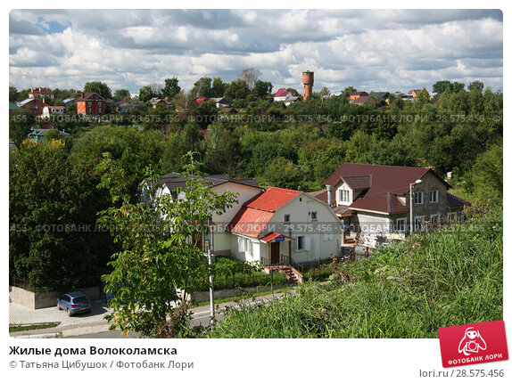 Купить «Жилые дома Волоколамска», фото № 28575456, снято 17 августа 2013 г. (c) Татьяна Цибушок / Фотобанк Лори