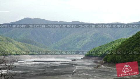 Купить «Zhinvali water reservoir on river Aragvi, Georgia», видеоролик № 26652328, снято 18 июня 2017 г. (c) Илья Насакин / Фотобанк Лори